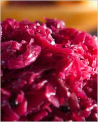 Краснокочанная капуста со свёклой в медовом маринаде